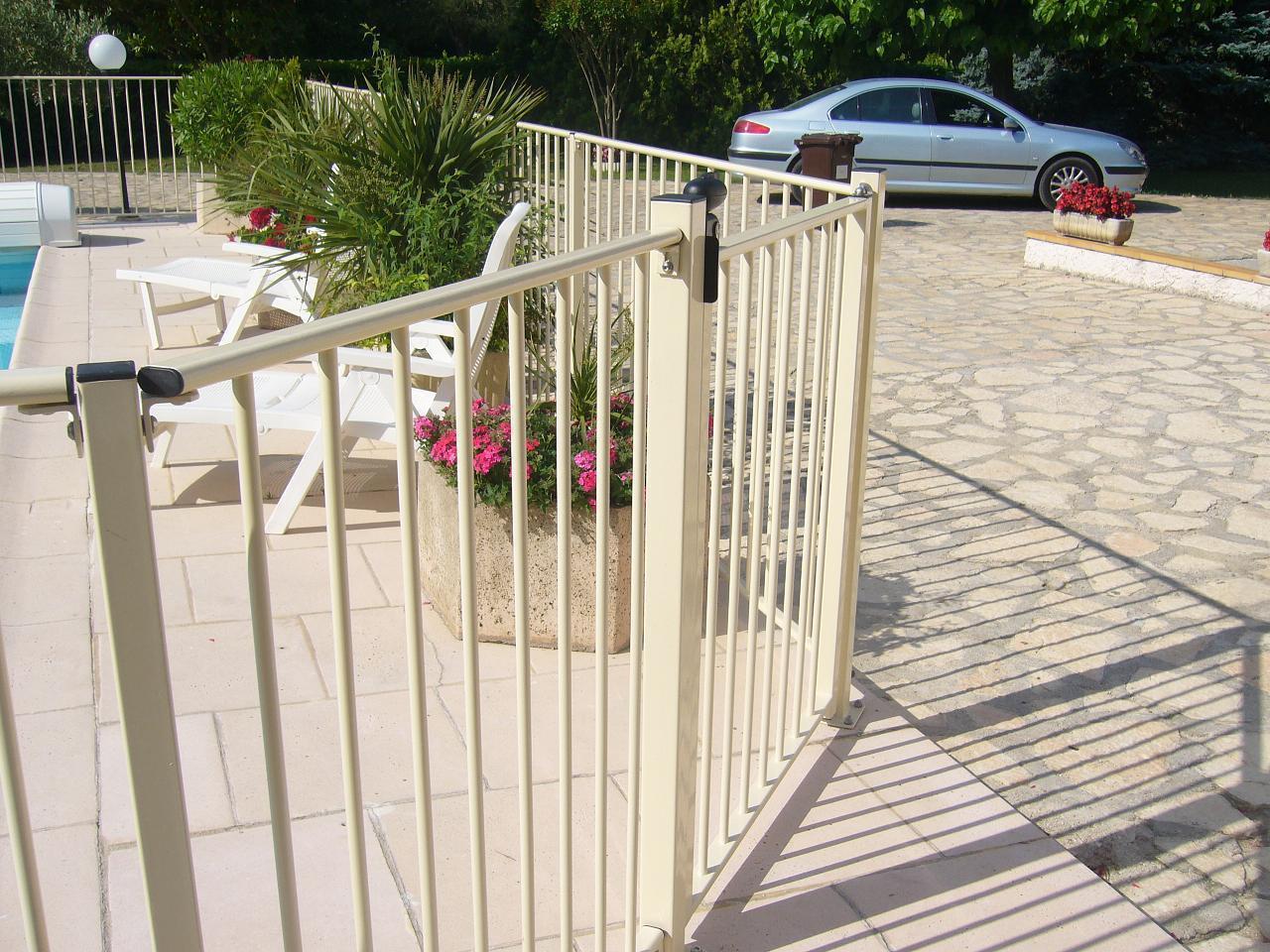 barri re homologu e de protection piscine verseau jardinprixbas com. Black Bedroom Furniture Sets. Home Design Ideas